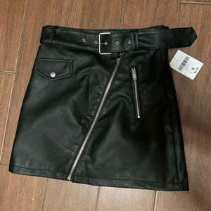 Forever21 leather belted skirt Small NWT